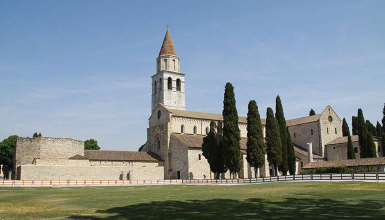 Un biglietto per visitare la basilica poponiana